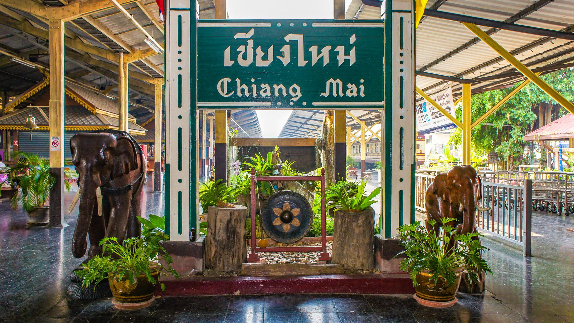 Ankunft am Bahnhof von Chiang Mai