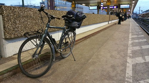 Rad und Bahn sind kein gutes Team, da warten lästige Einschränkungen.